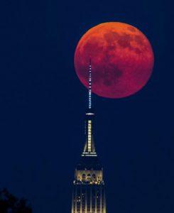 UniquePhoto-Moon-over-NYC