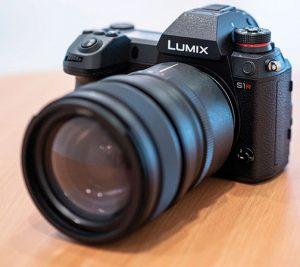 Panasonic-Lumix-S1R-left_1
