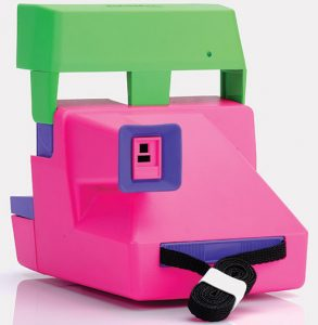 RETROSPEKT-barbie-polaroid-camera-back