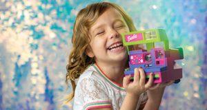 Retrospekt-Barbie-Polaroid-lifestyle-child